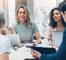 valeur du conseil - Groupe de personnes lors d'une réunion d'affaires